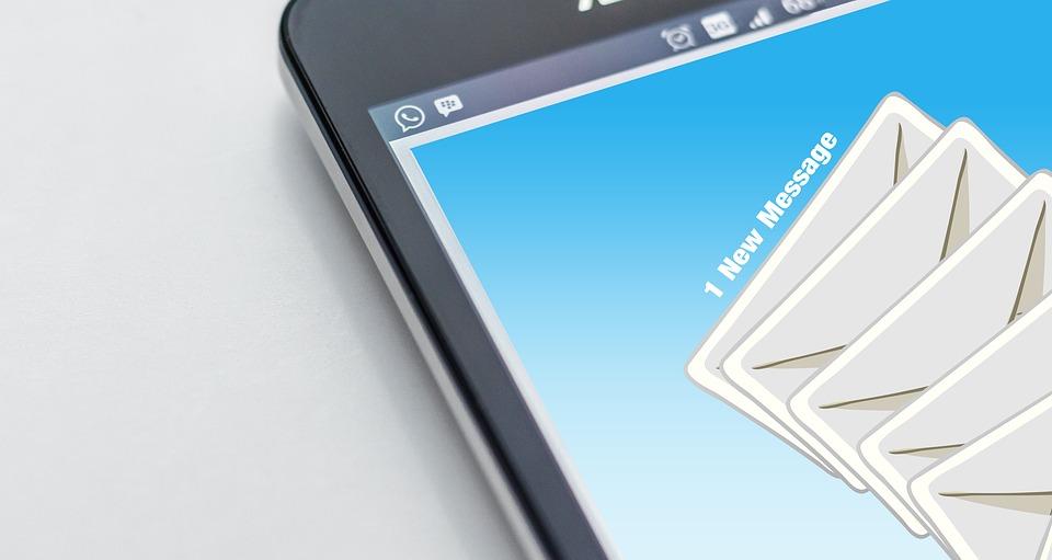Pisanie e-maili służbowych nie musi być trudne! Skorzystaj z tych 8 wskazówek.